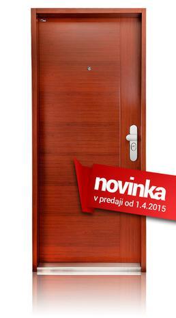 Vstupní dveře do panelového bytu